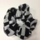 Scrunchie Haarschmuck Haargummi Schwarz/Weiß geometrisches Muster