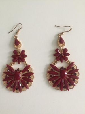 Ohrringe in Blütenform mit Strasssteinen- Rot -