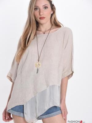 Bluse aus Seide mit Halskette Lagenlook