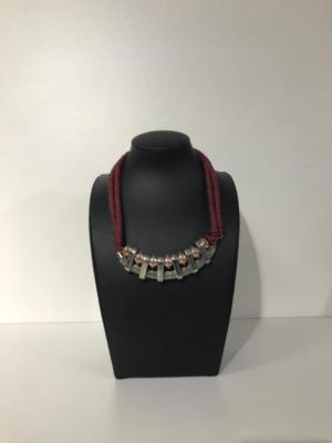 Halskette im Statement-Look