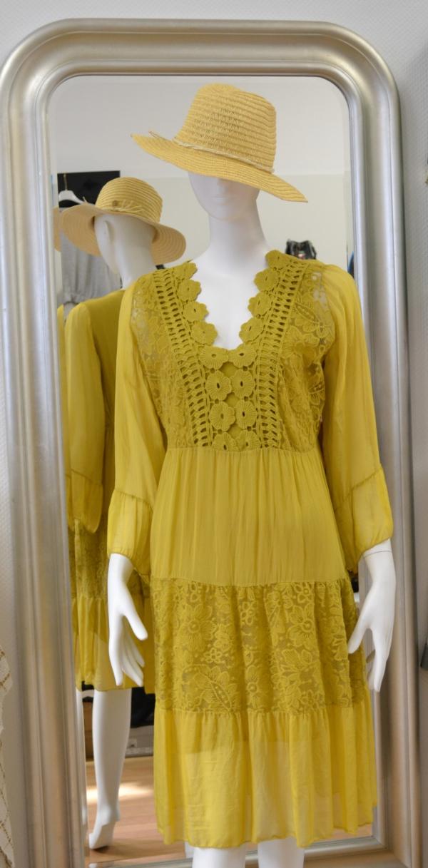 Boho-Kleid mit Spitze und Stickerei