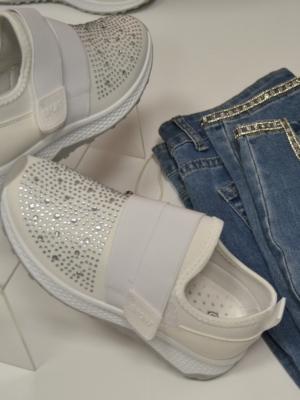 Sneaker in Weiß mit Glitzersteinen